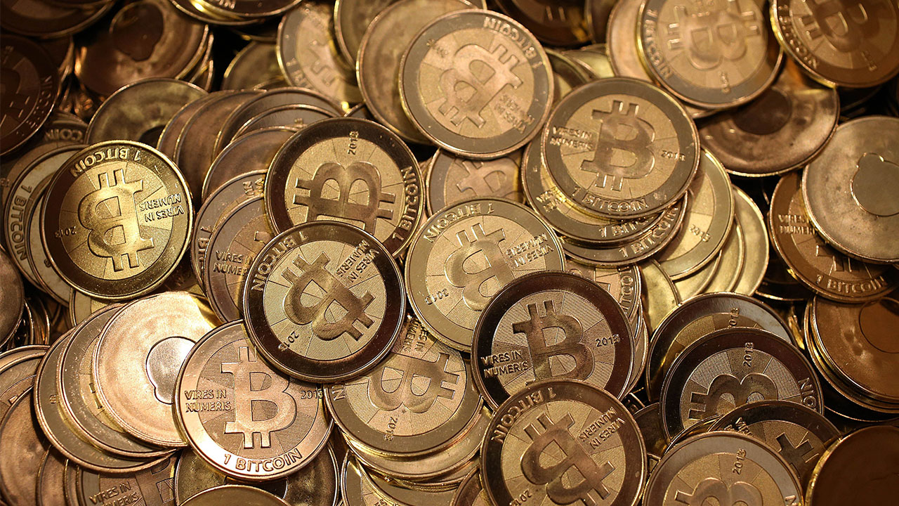 Lawsky Says New York Will Adapt Money Transfer Rules For Bitcoin